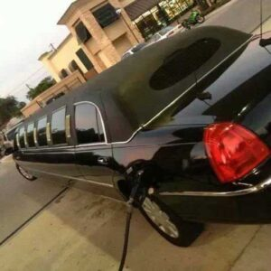 LimoVenture. Black Lincoln Town Car Limo